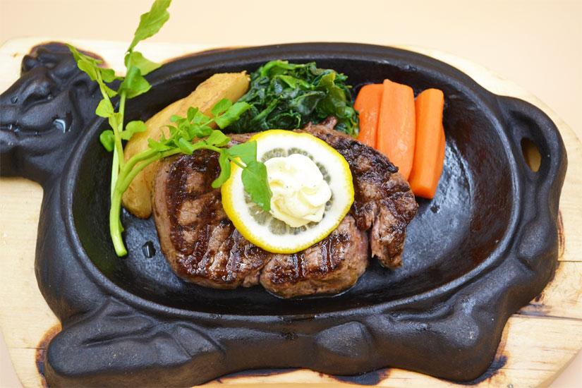 下館駅近く サンビオラ 牛肉と海老帆立のステーキ